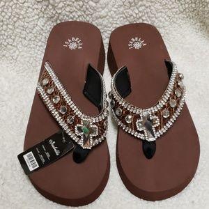 NWT Isabella Platform Sandals